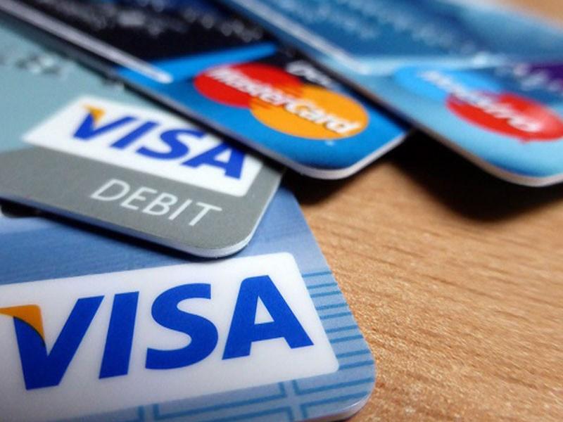 Чем отличается дебетовая карта от кредитной