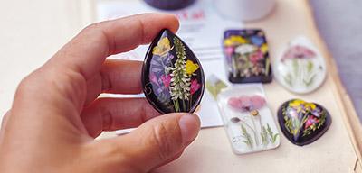 Ассортимент товаров для декора дает широкие возможности для творчества.