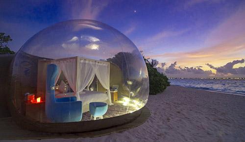 Прозрачный отель на берегу моря