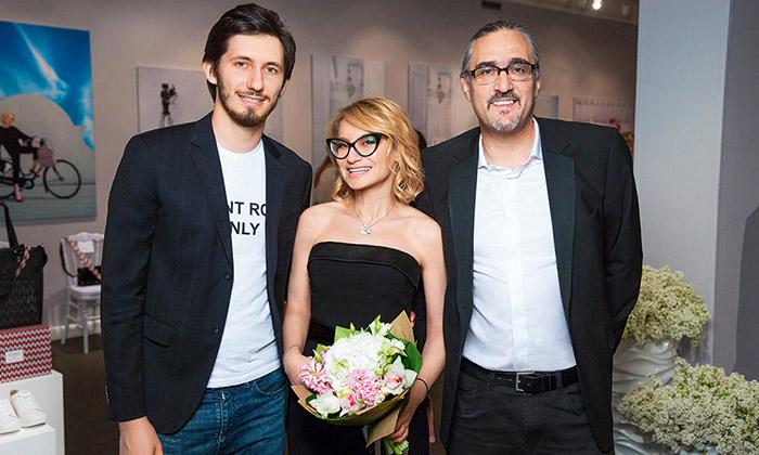 Эвелина Хромченко с мужем и сыном