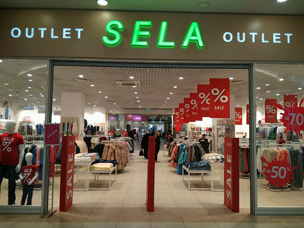 Витрина магазина SELA