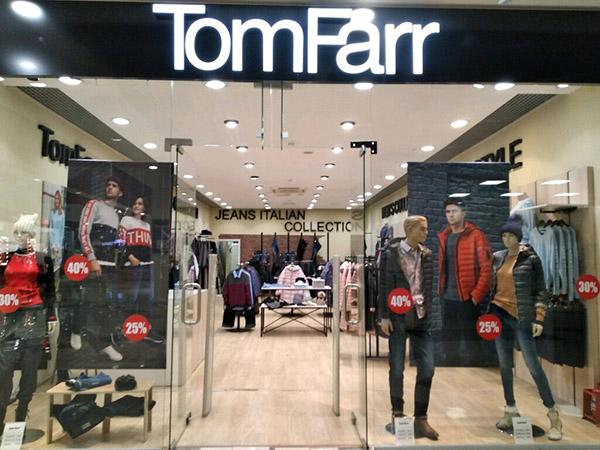 Витрина магазина Tom Farr